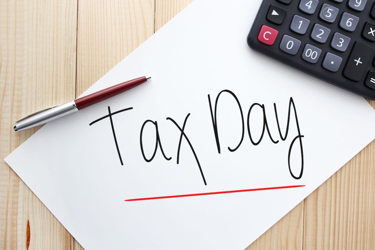 Tax Day is Here! Last-minute details, tips and freebies